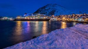 MS-Midnatsol im Hafen von Honningsvag