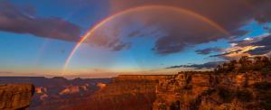 Regen Bogen über dem Grand Canyon